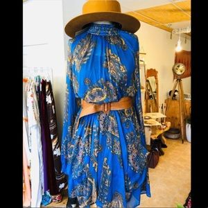#freepeople small flowy dress & vintage belt combo